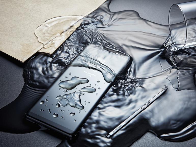 Ein bisschen Wasser macht dem Galaxy Note 8 nichts aus