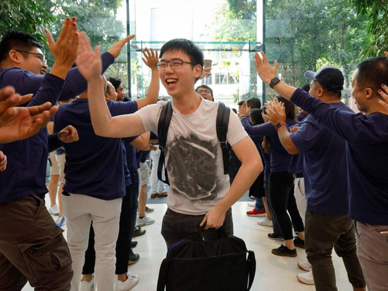 Käufer des iPhone 8 im Apple Taipeh 101
