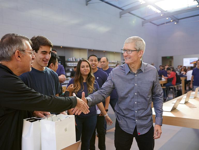 Tim Cook zum Start des iPhone 8 im Apple Store Palo Alto