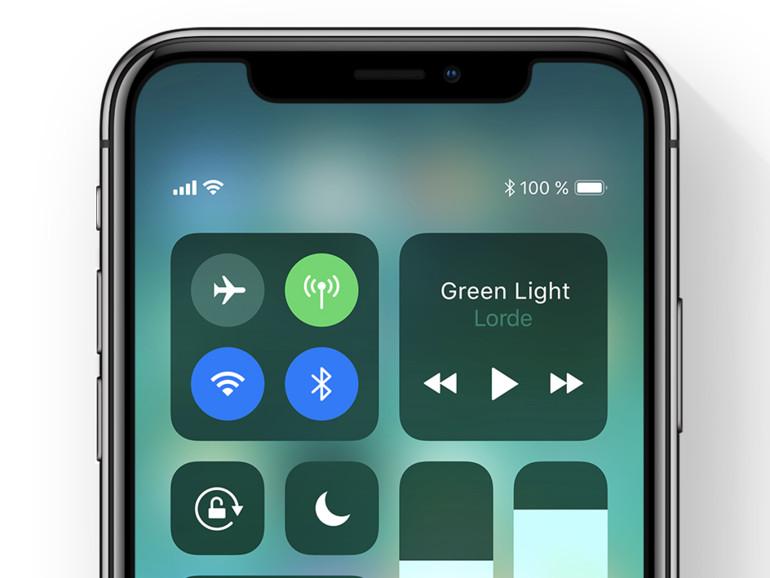 Auf dem iPhone X ruft man das Kontrollzentrum über einen Wisch von rechts oben auf
