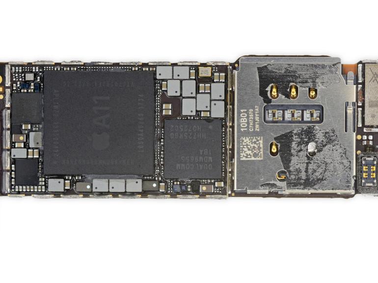 Qualcomm-Chip auf iPhone-8-Platine (in der Mitte)