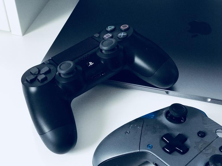 Offiziell werden der Dualshock-4-Controller und diverse Logitech-Gamepads unterstützt, doch auch Xbox-360- und Xbox-One-Controller lassen sich mit Geforce Now für Mac verwenden