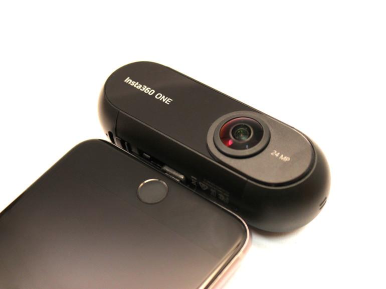 Die Insta360 One wird einfach über den Lightning-Anschluss mit dem iPhone verbunden