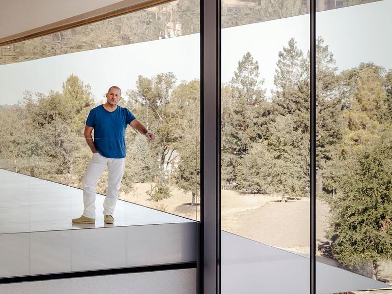 Johny Ive im neuen Hauptquartier von Apple