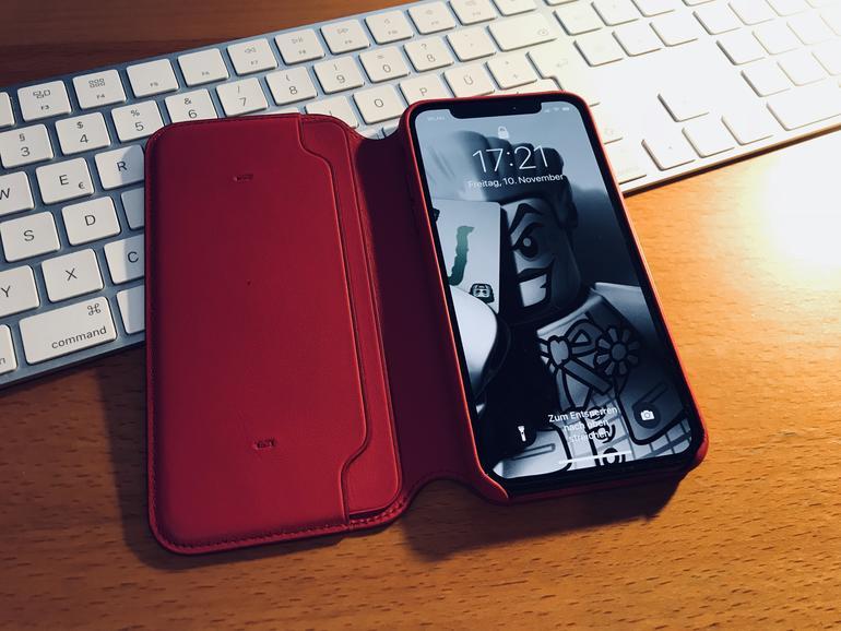 iPhone X im Leder Folio von Apple