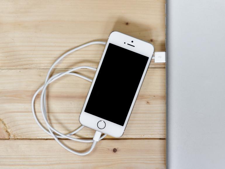 Wenn das iPhone bei einem Update hängen bleibt, dann gibt es verschiedene Lösungsmöglichkeiten