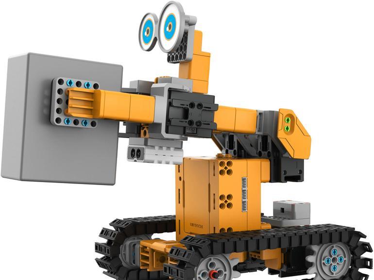 Tankbot sieht mit einem Infrarotsensor und nimmt Lasten auf, die der Roboter transportiert.