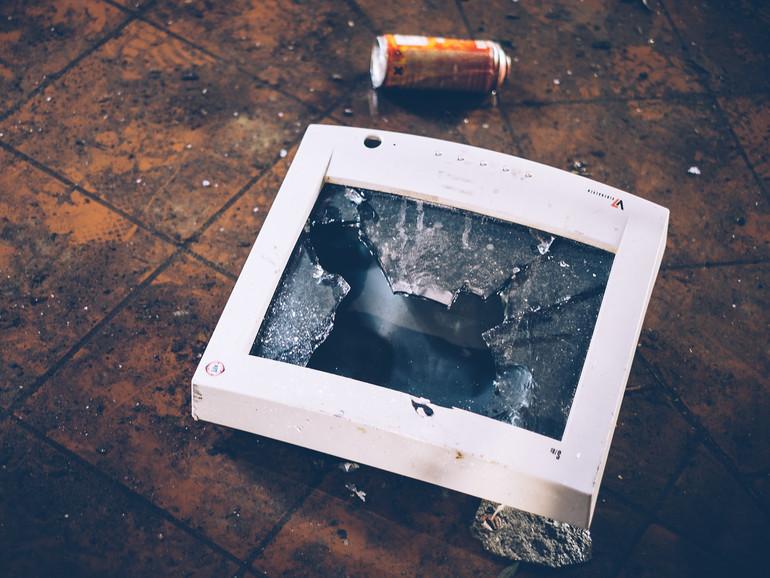Einen alten Monitor wiederbeleben funktioniert, natürlich nur, wenn er nicht schon kaputt ist