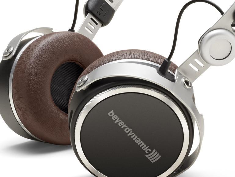 Exklusives Design trifft auf hochwertige Verarbeitung und personalisierbares Klangerlebnis: Der beyerdynamic Aventho wireless verschiebt die Messlatte für Bluetooth-Kopfhörer deutlich nach oben.