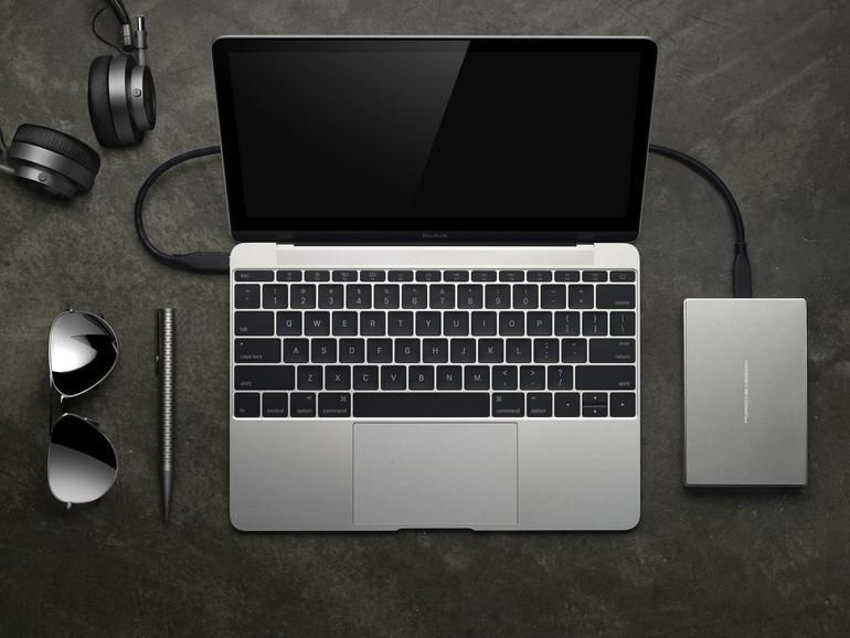 Die mobile LaCie USB-C-Festplatte Porsche Design verbindet technische Hochleistung mit einem minimalistischen Design.