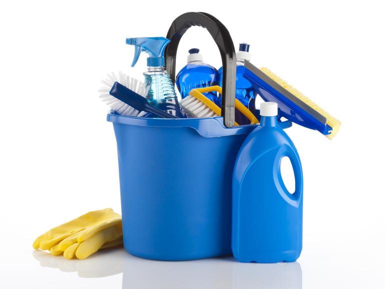 So nicht: Nutzen Sie keine Scheuermittel und verwenden Sie ein fusselfreies Tuch! Bitte sprühen Sie Reinigungsmittel nicht direkt auf Ihr Gerät!