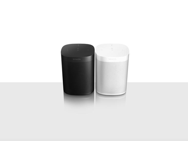 Mit dem Sonos One bietet Sonos eine um Sprachassistenz erweiterte Version seines populären Multiroom-Lausprechers Play:1 an. Amazon Alexa wird bereits unterstützt, Google Assistent soll folgen.