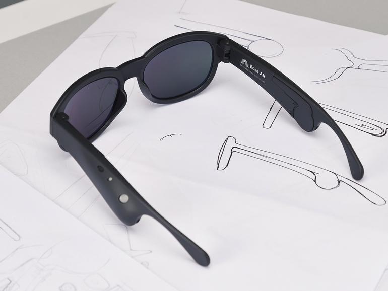 Die Brille projiziert den Sound direkt ins Ohr des Trägers