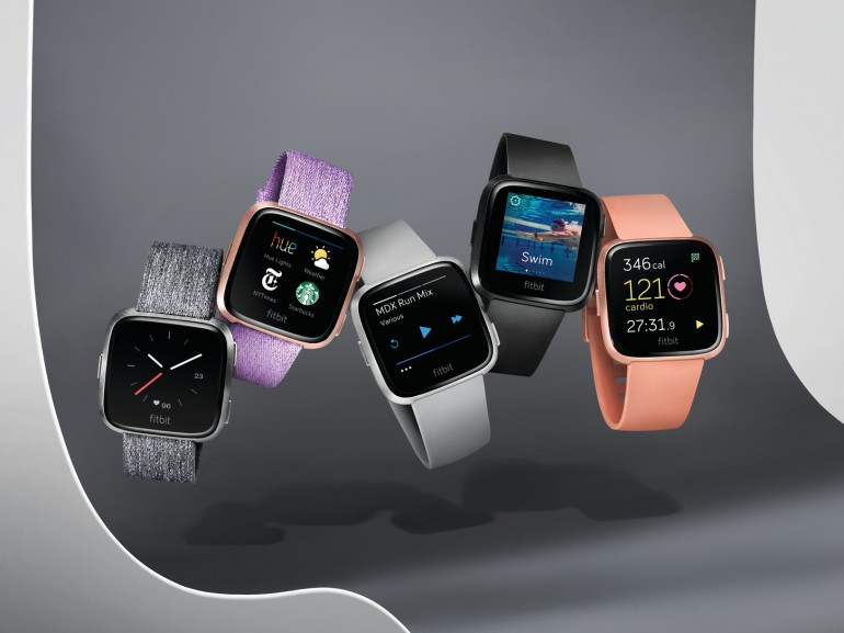 Die Smartwatch Versa gibt es in verschiedenen Farben und mit verschiedenen Armbändern
