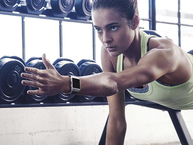 Die Fitbit Ionic trackt eine Vielzahl sportlicher Aktivitäten – nicht nur das Laufen.