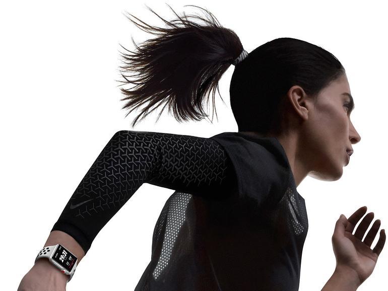 Bei der Fitness mit der Apple Watch helfen Ihnen Apps