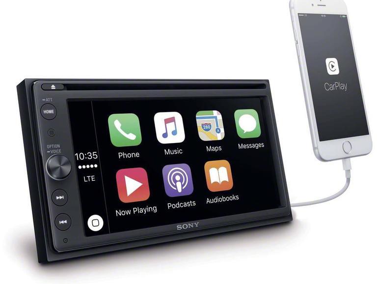 Sony XAV-AX200: 16,3 Zentimeter misst der Touchscreen des im Herbst erschienenen XAV-AX200 – genug für die Wiedergabe von DVD-Filmen in der Fahrpause. Folgerichtig besitzt das 550 Euro teure Gerät einen DVD-Player.