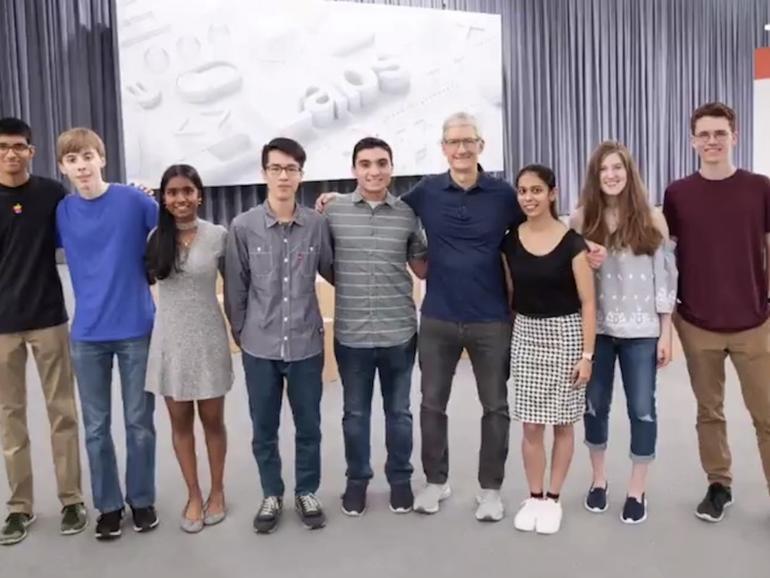 WWDC 2018: Apple-CEO Tim Cook zeigt diesjährige Stipendiengewinner