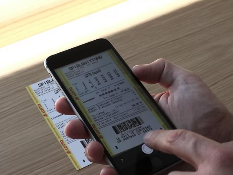 Einfach das iPhone über den Lottoschein halten und die App verrät, ob man gewonnen hat