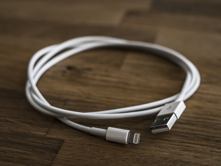 Bislang nutzt Apple USB-auf-Lightning-Kabel für seine Netzteile, ändert sich das auf Druck der EU-Kommission?