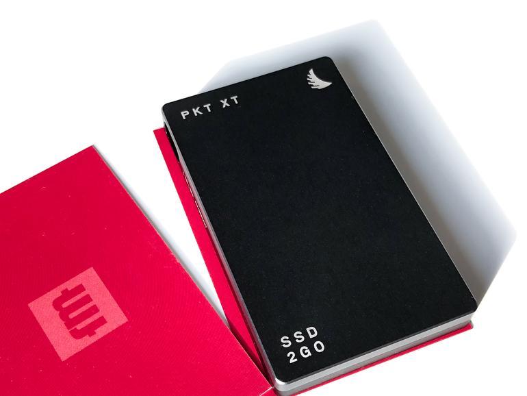 Die SSD nimmt weniger Stellfläche ein als eine auf dem Schreibtisch liegende Visitenkarte.