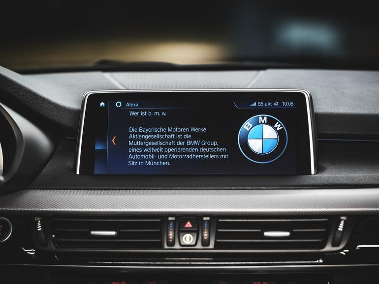Alexa fügt sich in die Designsprache von BMW ein