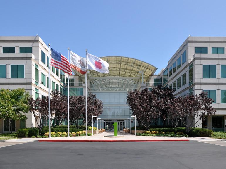 Apples Firmeneingang am Infinite Loop