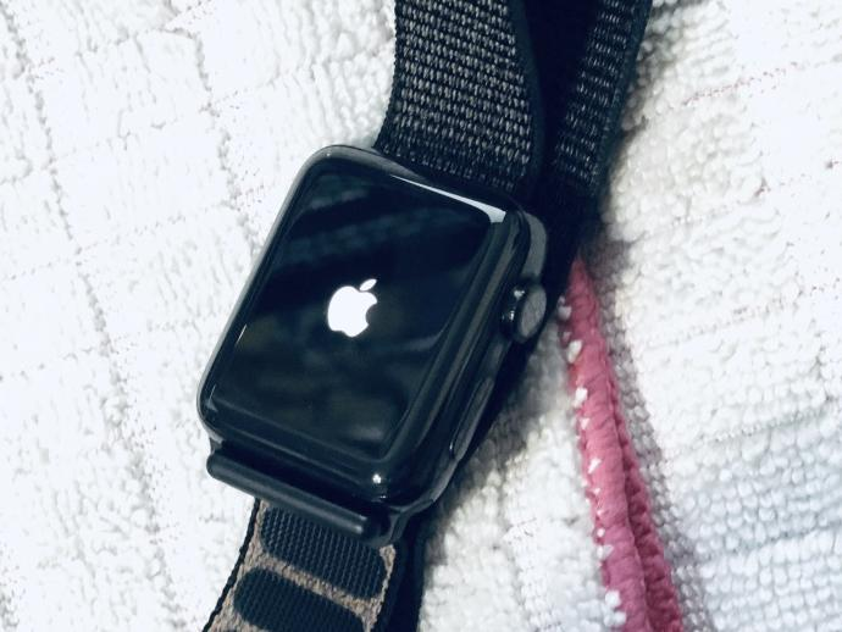 Fusselfreies Tuch zum Reinigen der Apple Watch nutzen
