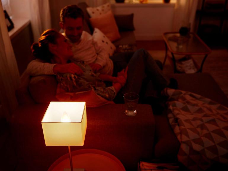 LED-Lichtkerze von Philips Hue im Einsatz