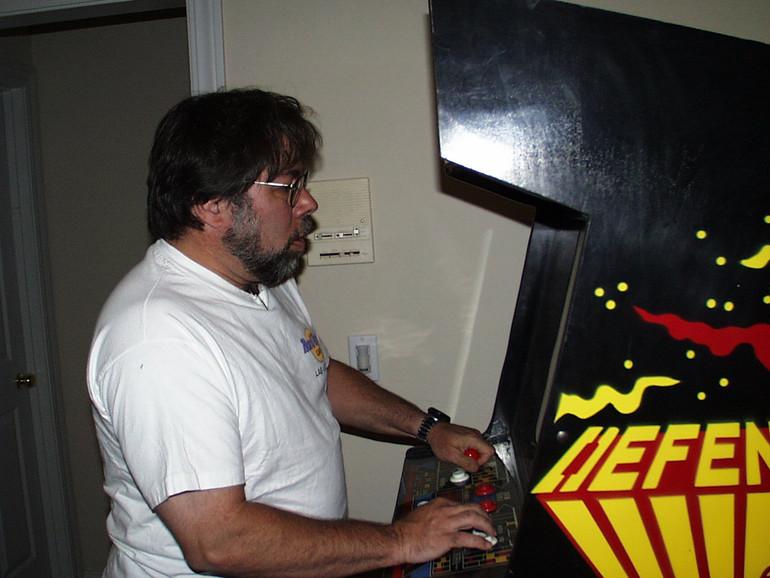 Steve Wozniak spielt Defender