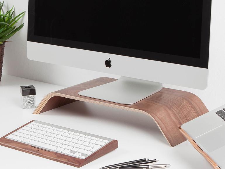 Mit den nur aus Holz gefertigten Produkten von Woodcessories halten Sie Ordnung auf Ihrem Schreibtisch.