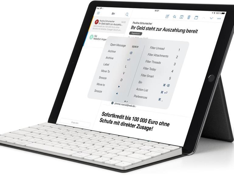 Das Canopy von Studio Neat schützt die Apple-Tastatur und dient zudem als iPad-Ständer.