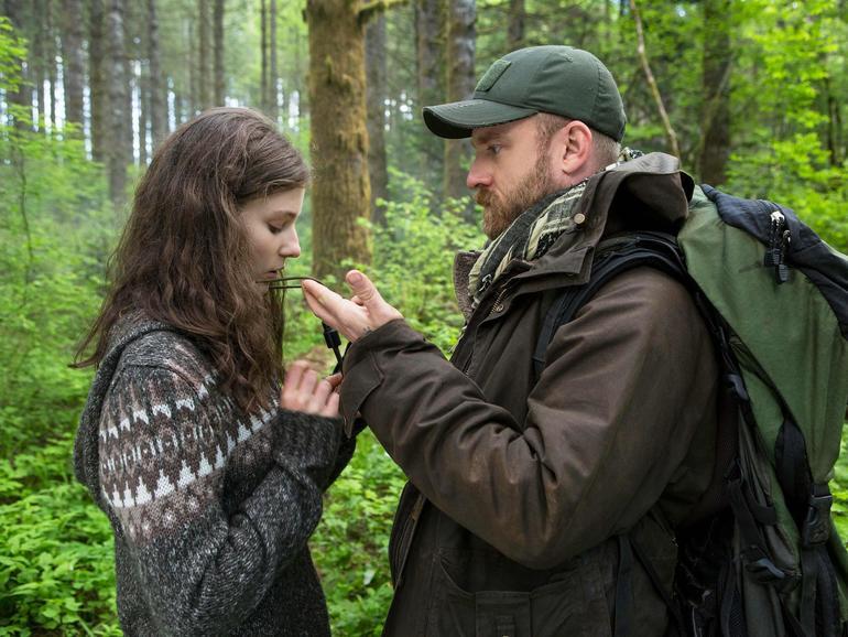 Leave No Trace: Will lebt mit seiner Tochter Tom in den Wäldern von Portland und versteckt sich vor der Zivilisation so gut es geht.