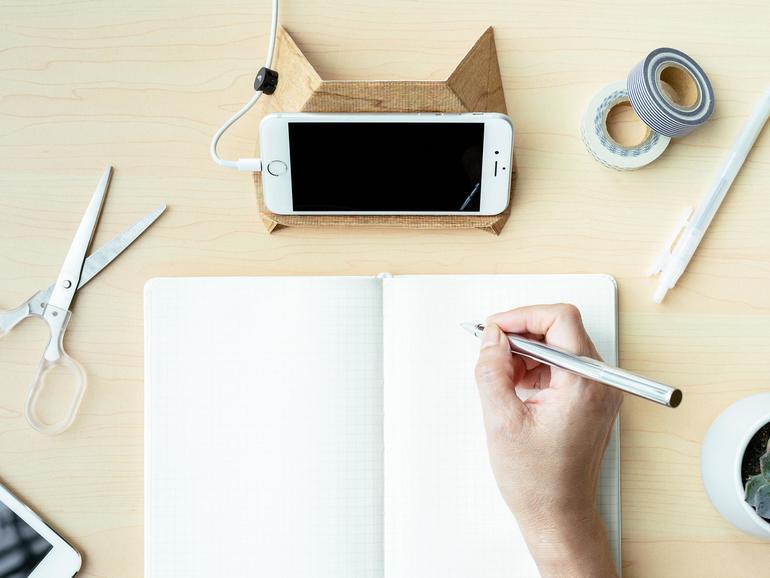 Fix gefalteter iPhone- und Laptop-Ständer: Fodi.