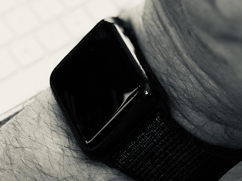 Wenn Sie das Handgelenk überdehnen kann die Krone an der Apple Watch auch schon mal auslösen
