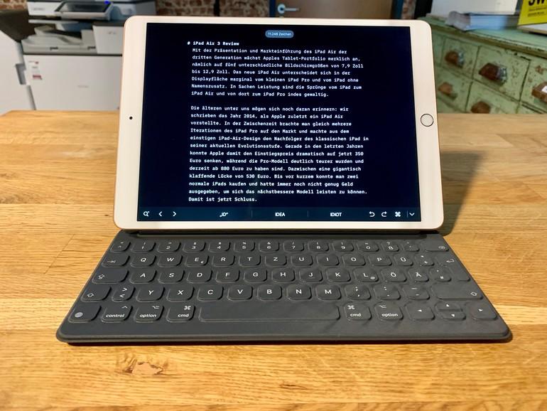 Apples Smart Keyboard (180 Euro) macht das iPad Air zum Allrounder für unterwegs.