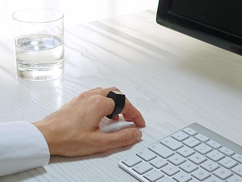 Der Padrone Ring verwandelt den eigenen Schreibtisch in ein gigantisches Trackpad