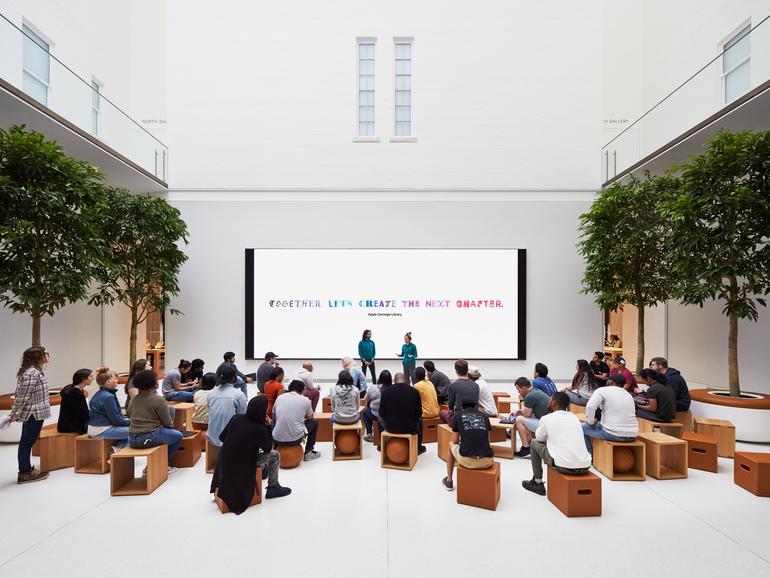 Das Forum befindet sich in einem zwei Stockwerk hohen Atrium, in dem Today at Apple sein Zuhause in DC findet.
