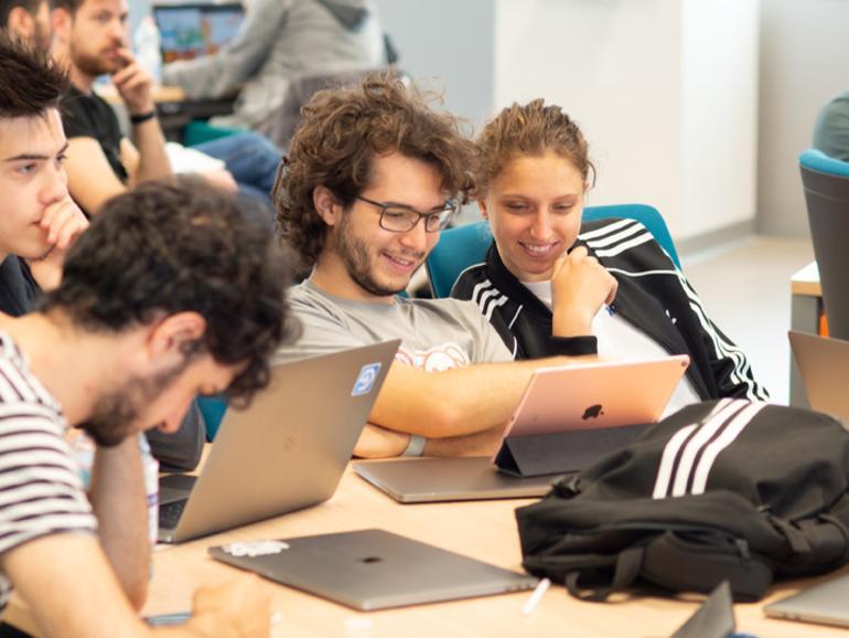 von links nach rechts am Tisch: Valentin SILVERA (Uruguay);  Kristof KOCSIS (Ungarn); Hector CARRION (USA); Giada RISPOLI (Italien)