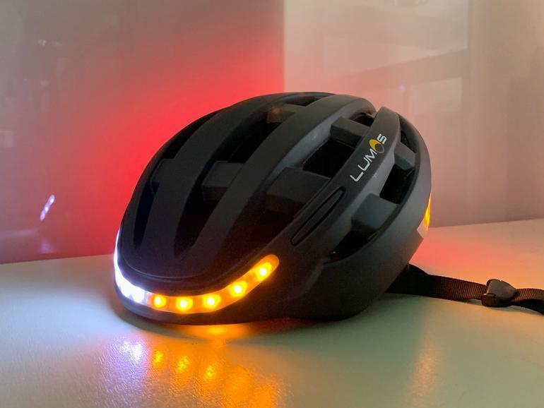 Leuchtet, blinkt und schützt vor Kopfverletzungen: Lumos Kickstart