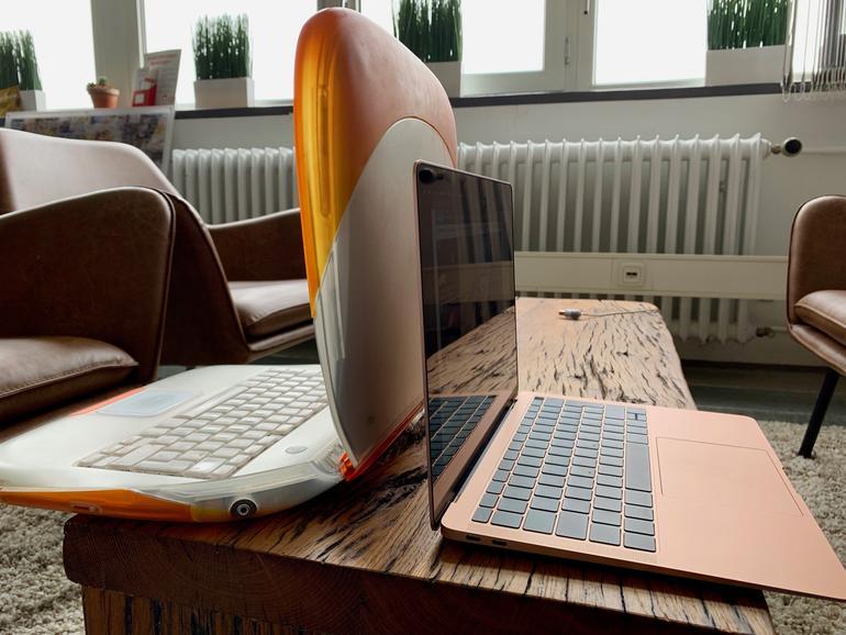 Wie die Zeit vergeht. Das iBook feiert gerade seinen 20. Geburtstag. Wir haben noch eins in der Redaktion stehen, würden aber das aktuelle MacBook Air deutlich bevorzugen.