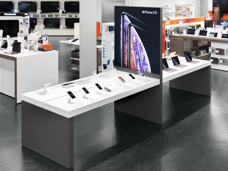 Apple-Produkte wie etwa das iPhone werden in den 14 Cyberport-Filialen nicht nur ansprechend präsentiert, sondern lassen sich auch direkt ausprobieren.
