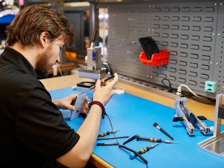 iPhones reparieren mit Originalbauteilen können in Zukunft auch kleine Reparaturdienstleister