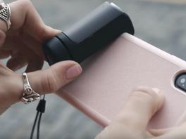Nachrüstbarer Kameragriff für Smartphones soll Ergonomie verbessern