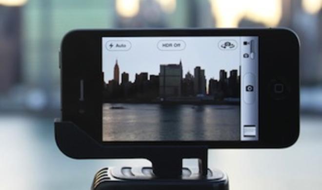 Test: Glif+ für das iPhone 4/4S – Stativadapter und iPhone-Ständer in Personalunion