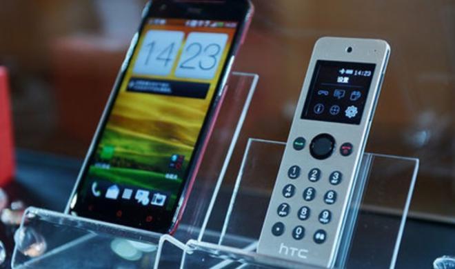 HTC Mini: HTC legt kleines Telefon großem Smartphone bei