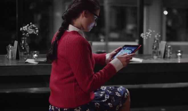 Microsofts erster Werbespot nach Nokia-Übernahme versucht es mit Farbe