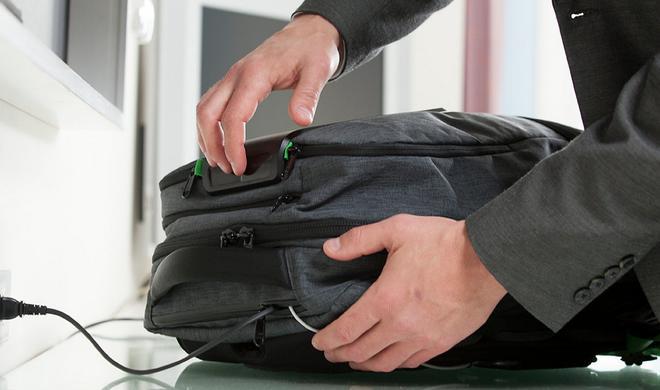 AMPL SmartBackpack: Cleverer Rucksack kommt mit eingebautem Akku zum Laden mehrerer Geräte gleichzeitig