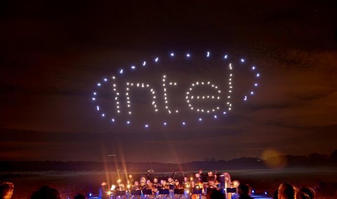 Weltrekord: Intel inszeniert Lightshow mit 100 Drohnen