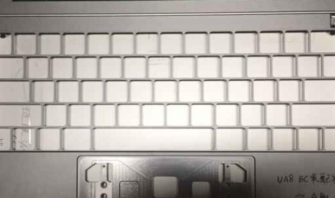 MacBook Pro 2016: Fotos von Chassis Indiz für OLED-Touchleiste, kein MagSafe mehr